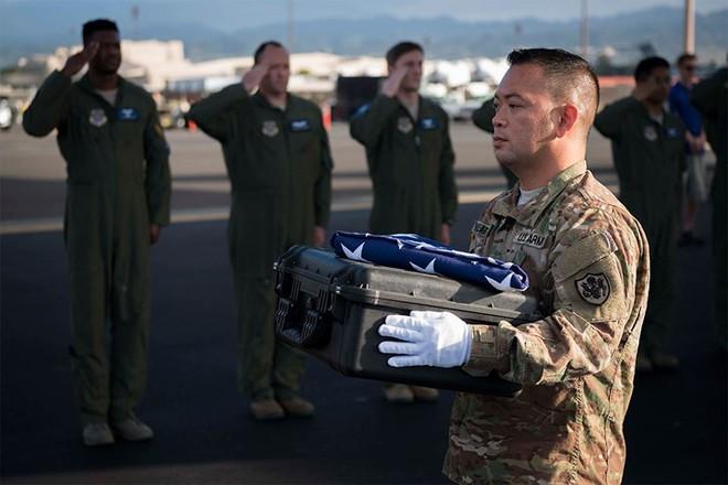 Những khoảnh khắc xúc động trong đời binh nghiệp của binh sĩ Mỹ - Ảnh 8.