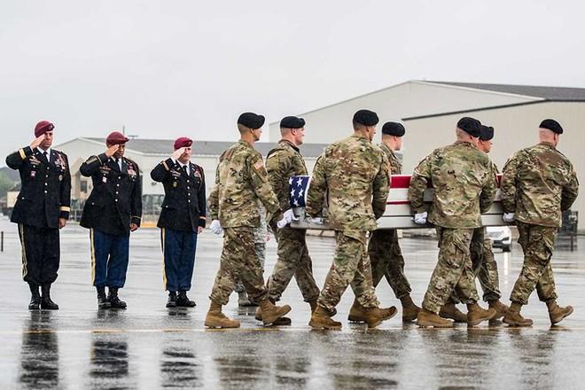 Những khoảnh khắc xúc động trong đời binh nghiệp của binh sĩ Mỹ - Ảnh 9.