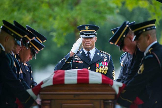 Những khoảnh khắc xúc động trong đời binh nghiệp của binh sĩ Mỹ - Ảnh 10.