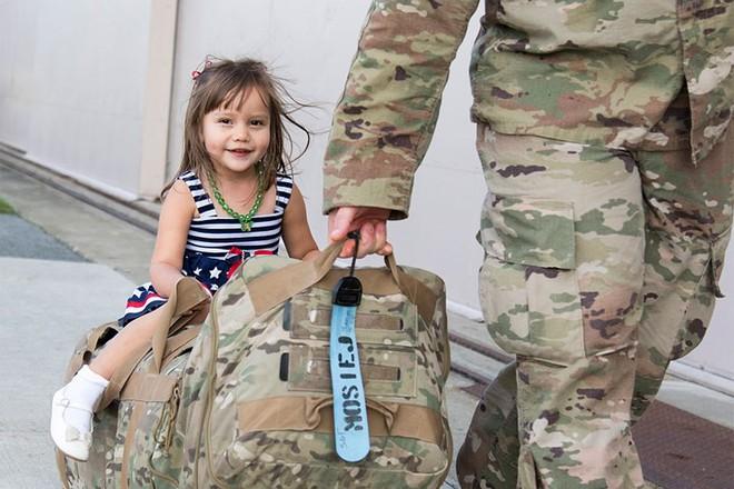 Những khoảnh khắc xúc động trong đời binh nghiệp của binh sĩ Mỹ - Ảnh 11.