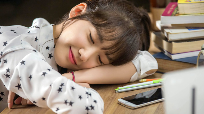 Ngủ trưa rất tốt cho tim cùng nhiều lợi ích khác nhưng còn tùy thuộc vào thời gian bạn ngủ bao lâu - Ảnh 2.