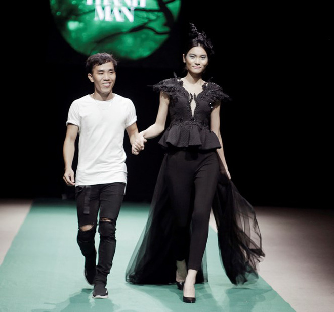 Mẹ con Hồng Quế làm vedette đêm mở màn Tuần lễ thời trang VN 2018 - Ảnh 11.