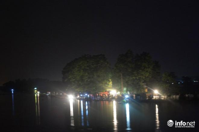 Hà Nội: Nước ngập lút nhà, dân trắng đêm sơ tán tài sản  - Ảnh 11.