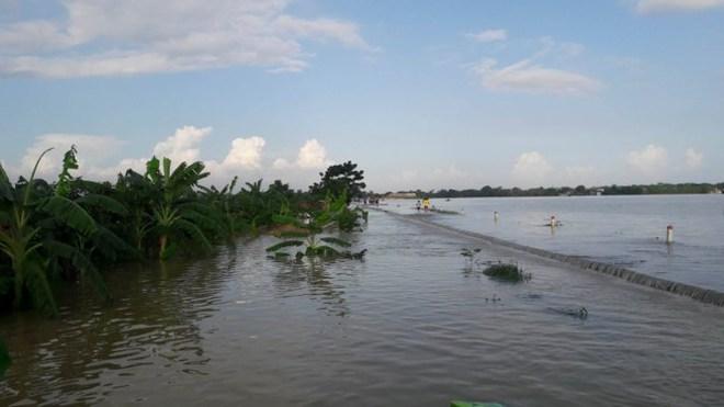 Hình ảnh nước ngập trắng vùng sau sự cố vỡ đê ở Hà Nội - Ảnh 11.