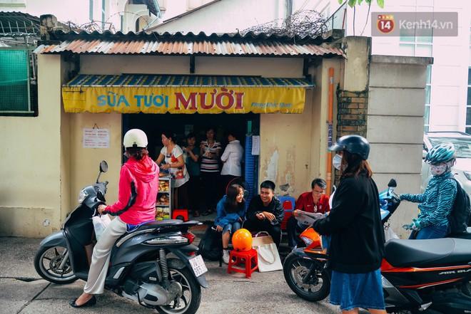 Sữa tươi Mười vào sáng tinh mơ và câu chuyện 20 năm gây thương nhớ của những cô chủ quán dễ thương nhất Sài Gòn - Ảnh 11.