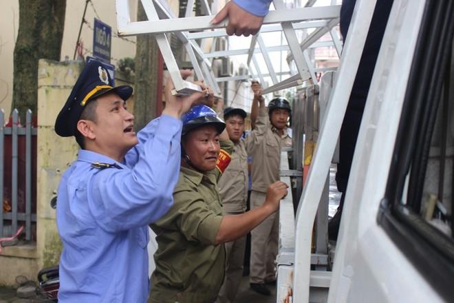 Nhà mặt phố ở Hà Tĩnh ủng hộ dọn dẹp vỉa hè - Ảnh 12.