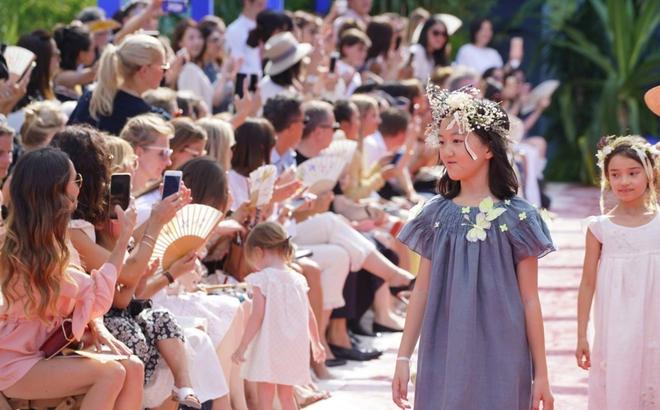Con gái hở hàm ếch của Vương Phi - Lý Á Bằng giờ như fashionista khiến nhiều người ngưỡng mộ - ảnh 12