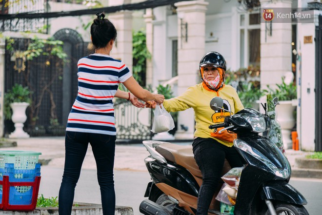 Sữa tươi Mười vào sáng tinh mơ và câu chuyện 20 năm gây thương nhớ của những cô chủ quán dễ thương nhất Sài Gòn - Ảnh 12.