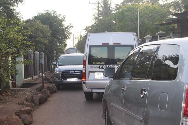 Xe né trạm BOT Biên Hòa, kẹt xe kinh khủng trong đường làng - Ảnh 11.