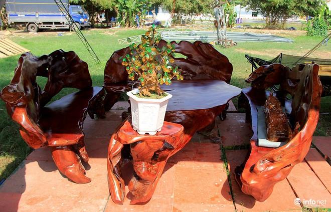 """Đại gia """"săn"""" đồ gỗ mỹ nghệ giá vài trăm triệu đồng ở chợ hoa xuân TP.HCM - Ảnh 13."""
