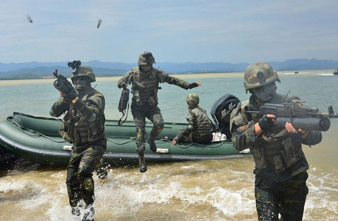 Ảnh hiếm đặc nhiệm Triều Tiên tập trận đổ bộ chiếm đảo - Ảnh 13.