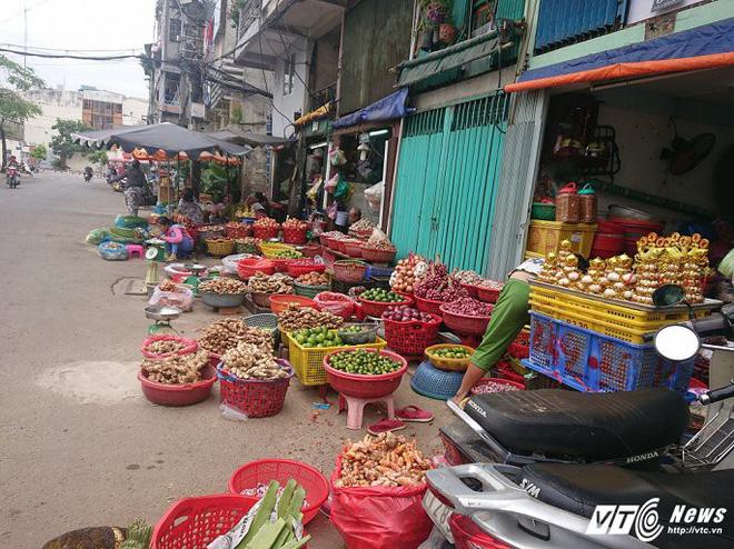 Vắng bóng ông Đoàn Ngọc Hải, vỉa hè quận 1 biến thành chợ - Ảnh 14.