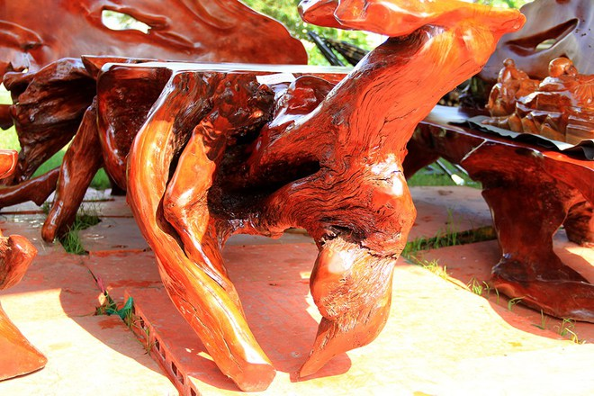 """Đại gia """"săn"""" đồ gỗ mỹ nghệ giá vài trăm triệu đồng ở chợ hoa xuân TP.HCM - Ảnh 14."""