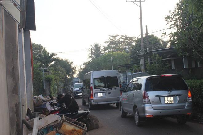 Xe né trạm BOT Biên Hòa, kẹt xe kinh khủng trong đường làng - Ảnh 13.