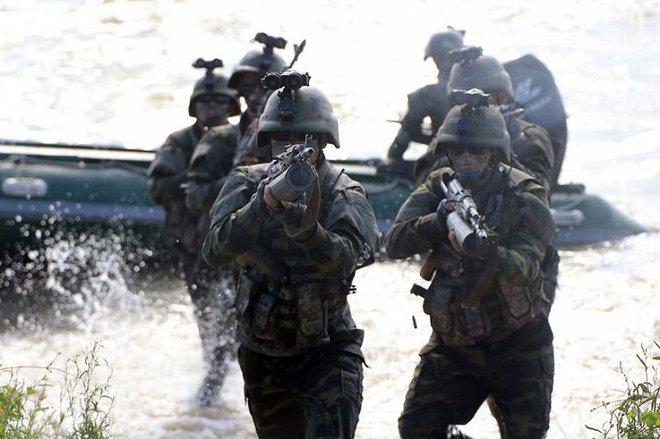 Ảnh hiếm đặc nhiệm Triều Tiên tập trận đổ bộ chiếm đảo - Ảnh 15.