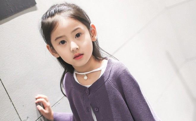 Tiểu tiên nữ có vẻ đẹp giống hệt Trương Bá Chi được dự đoán sẽ trở thành hot girl tương lai