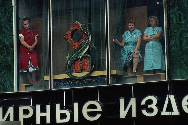 Hình ảnh buồn về siêu cường Liên Xô trước khi sụp đổ - Ảnh 16.