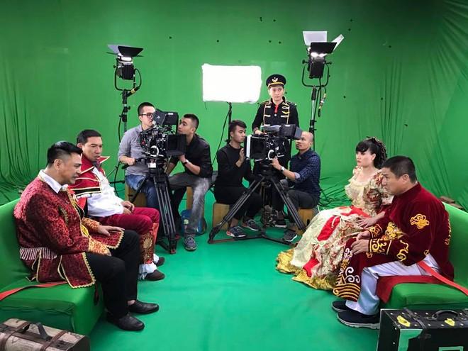Vân Dung diêm dúa, Quang Thắng - Tự Long mặc trang phục độc lạ tập Táo quân 2017 - Ảnh 1.