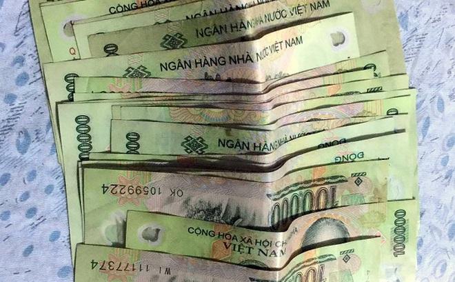 Dân mạng dè bỉu người đàn ông nhặt 3 triệu đồng ở bốt ATM tìm người trả lại, 2 ngày sau, sự thật mới sáng tỏ