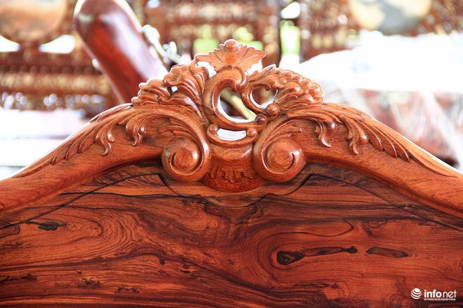 """Đại gia """"săn"""" đồ gỗ mỹ nghệ giá vài trăm triệu đồng ở chợ hoa xuân TP.HCM - Ảnh 3."""