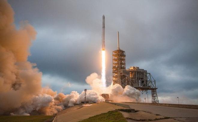 Hình ảnh tên lửa Falcon 9 của SpaceX được phóng lên từ Trung tâm Không gian Kennedy của NASA. Ảnh: SpaceX