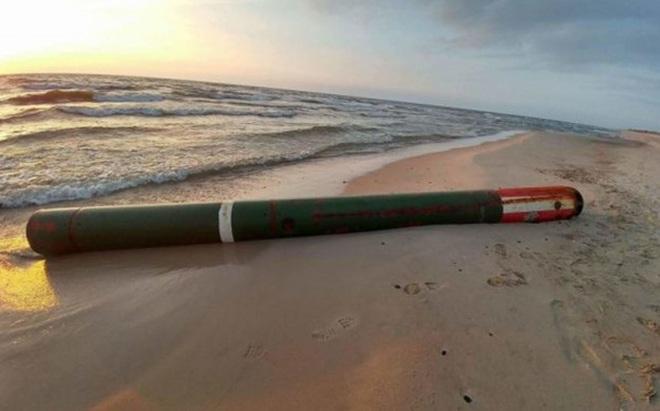 """Ngư lôi Nga """"phơi mình"""" trên bãi biển NATO"""