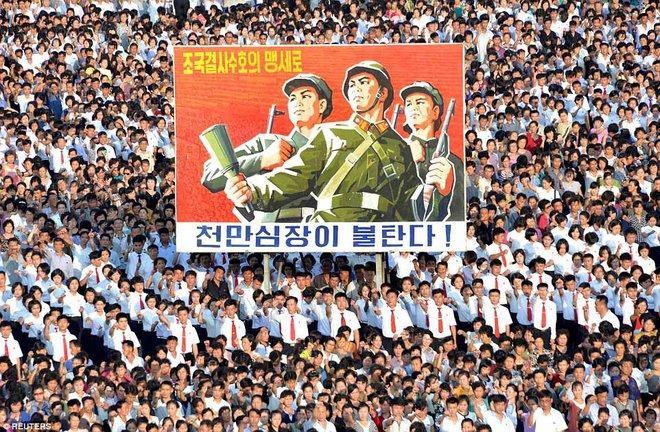 Hàng vạn người Triều Tiên mít tinh thách thức Mỹ - Ảnh 3.
