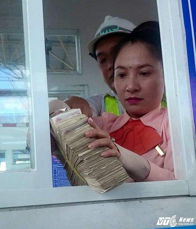 Dùng tiền lẻ qua BOT Cai Lậy: Tiền lẻ vẫn là tiền hợp pháp, tài xế không có tội - Ảnh 2.