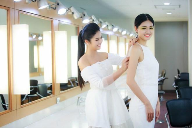 Mẹ con Hồng Quế làm vedette đêm mở màn Tuần lễ thời trang VN 2018 - Ảnh 3.