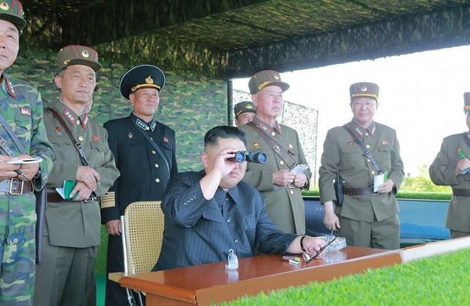Ảnh hiếm đặc nhiệm Triều Tiên tập trận đổ bộ chiếm đảo - Ảnh 3.