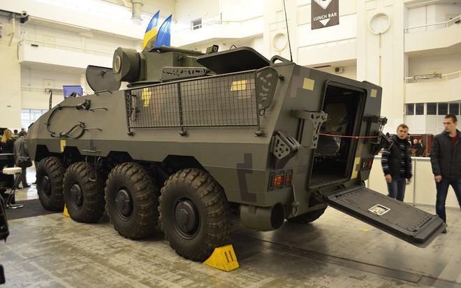 Chứng minh năng lực quốc phòng, Ukraine khoe dàn xe quân sự cây nhà lá vườn hoành tráng - Ảnh 2.