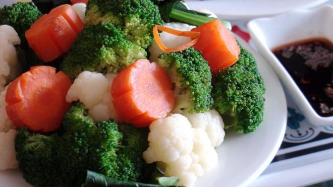 Mách bạn cách ăn uống để bụng không chảy xệ vì…. mỡ - Ảnh 2.