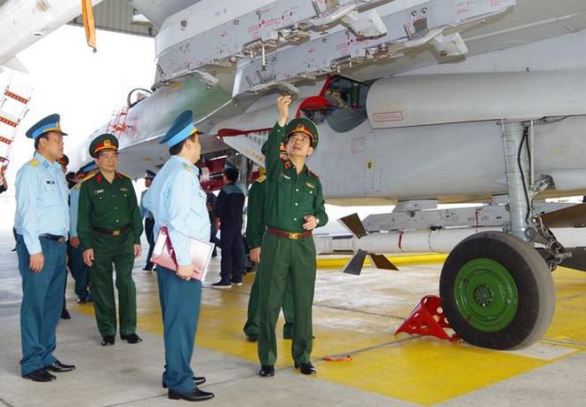 Thượng tướng Phan Văn Giang kiểm tra trung đoàn không quân 927 - Ảnh 3.