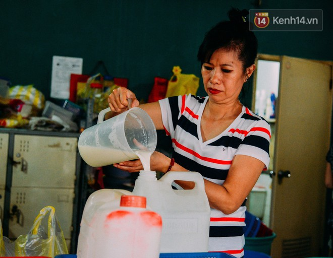 Sữa tươi Mười vào sáng tinh mơ và câu chuyện 20 năm gây thương nhớ của những cô chủ quán dễ thương nhất Sài Gòn - Ảnh 3.