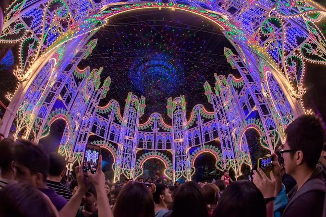 Singapore rực rỡ mùa lễ hội cuối năm - Ảnh 3.
