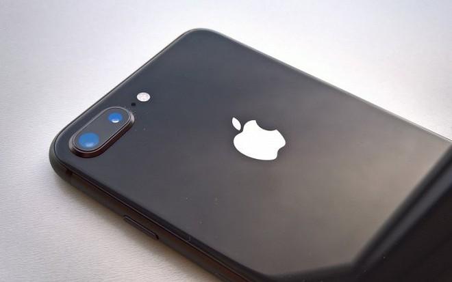 iPhone 8 Plus Lock về Việt Nam, rẻ hơn hàng chính hãng tới 8 triệu đồng - Ảnh 1.