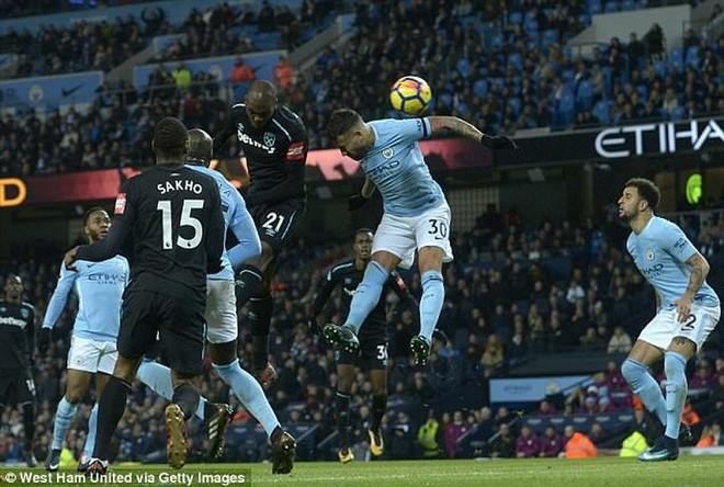 Guardiola chỉ ra điểm yếu khiến Man City có thể thua MU - Ảnh 3.