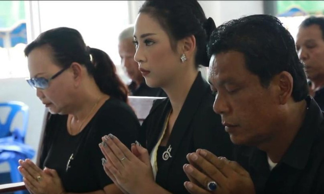 Đám tang Hoa hậu 19 tuổi Thái Lan: Cuối cùng bố mẹ đẻ cô cũng đến - Ảnh 7.