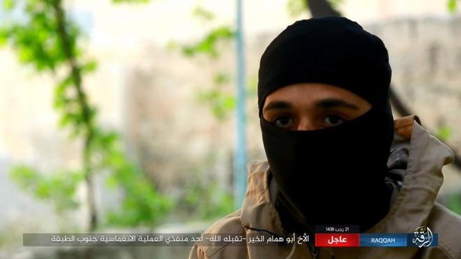 IS giãy giụa ở Raqqa, điên cuồng đánh bom tự sát - Ảnh 4.