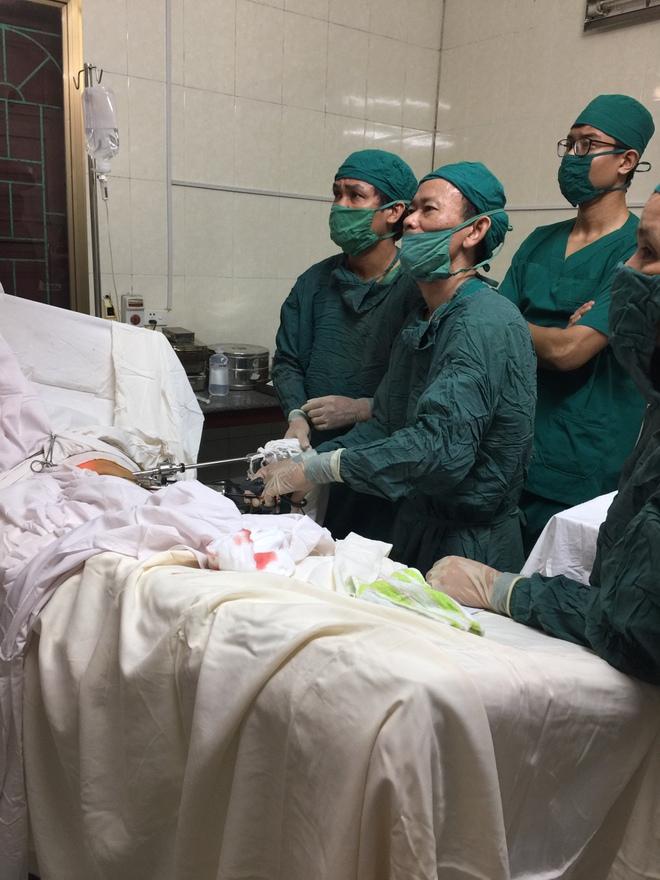 Phẫu thuật nội soi thành công cho bệnh nhi 35 tháng - Ảnh 2.