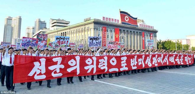 Hàng vạn người Triều Tiên mít tinh thách thức Mỹ - Ảnh 4.