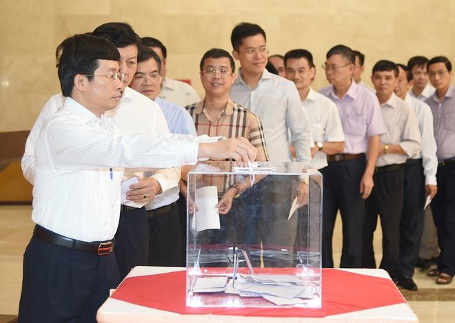 Lãnh đạo Chính phủ quyên góp ủng hộ khắc phục hậu quả mưa lũ - Ảnh 1.