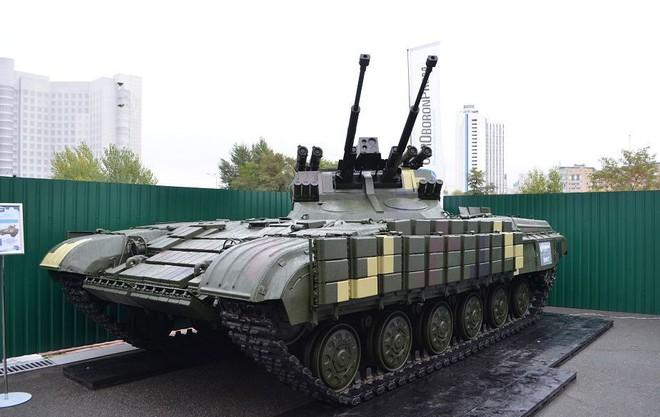 Chứng minh năng lực quốc phòng, Ukraine khoe dàn xe quân sự cây nhà lá vườn hoành tráng - Ảnh 3.