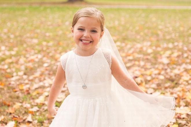Cho con gái 5 tuổi chụp ảnh cưới, bà mẹ bị phản đối dữ dội nhưng khi biết sự thật, ai cũng nghẹn ngào bật khóc - Ảnh 4.