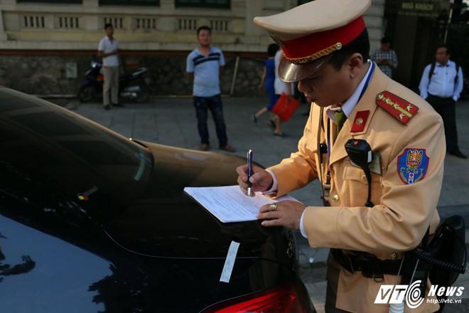 Những vụ tai nạn dở khóc, dở cười trong lộ trình của đoàn lãnh đạo tham dự APEC - Ảnh 4.