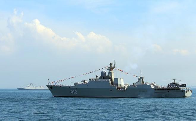 Tàu 012 - Lý Thái Tổ tham gia Duyệt binh tàu quốc tế 2017