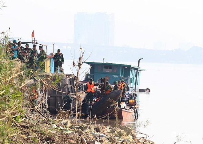 Cận cảnh quả bom ở chân cầu Long Biên nặng 1350kg vừa được huỷ nổ - Ảnh 4.