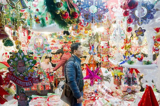 Đột nhập ngôi làng cung cấp Giáng sinh cho cả thế giới - Ảnh 4.