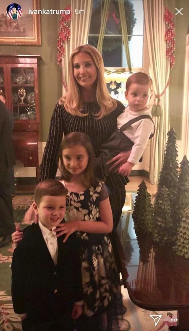 Gia đình Ivanka Trump đón Giáng sinh ra sao? - ảnh 4
