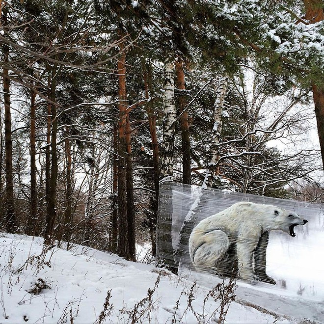 Cuốn nilon vào thân cây rồi vẽ vời, chàng họa sĩ đã làm nên tuyệt tác 3D sống động trong rừng - Ảnh 4.
